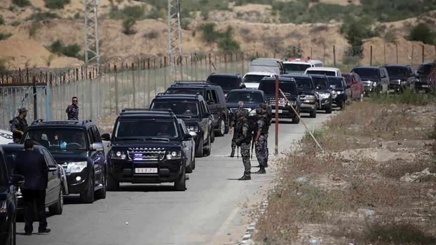 Explosión al paso del convoy del primer ministro palestino en Gaza