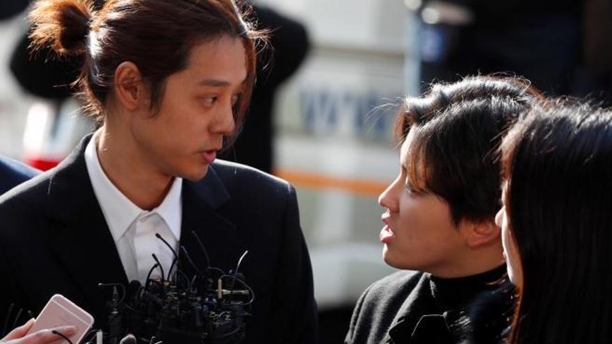 Condenados a prisión dos cantantes surcoreanos de K-Pop por participar en violaciones en grupo