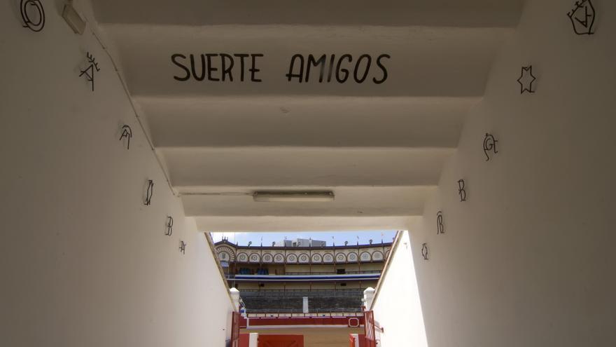 Callejón de entrada de la Plaza de Toros de Santander.