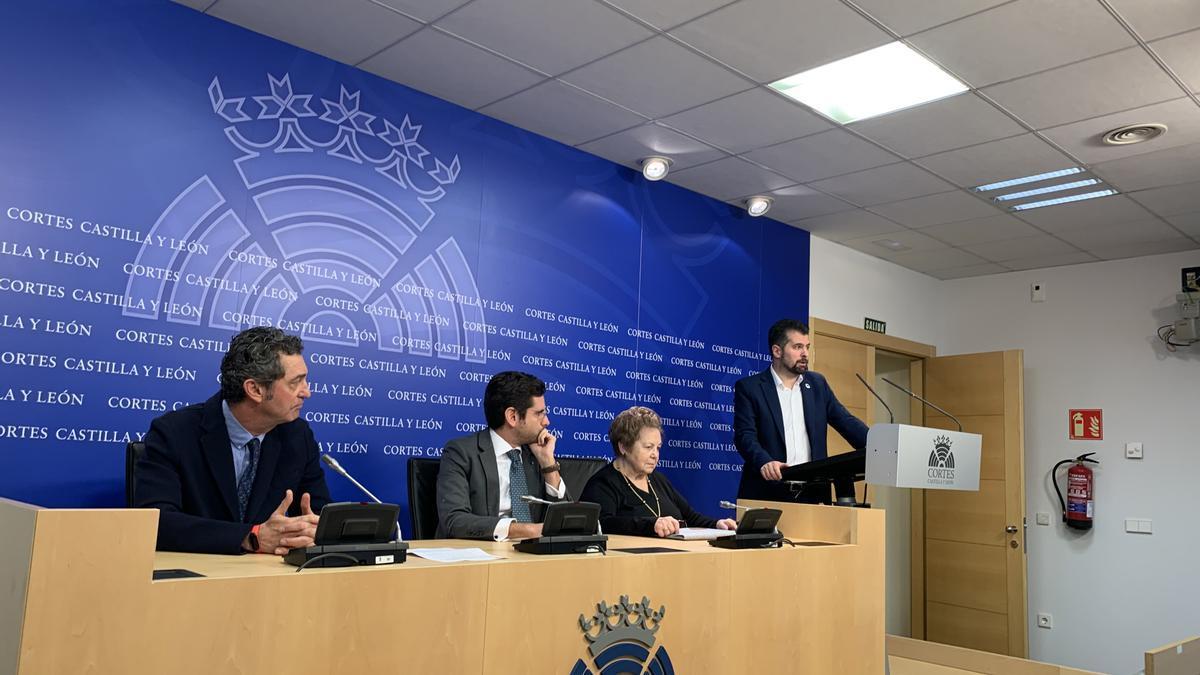 Manuel Escarda, Eduardo Ranz, Mercedes Abril y Luis Tudanca, en una rueda de prensa.