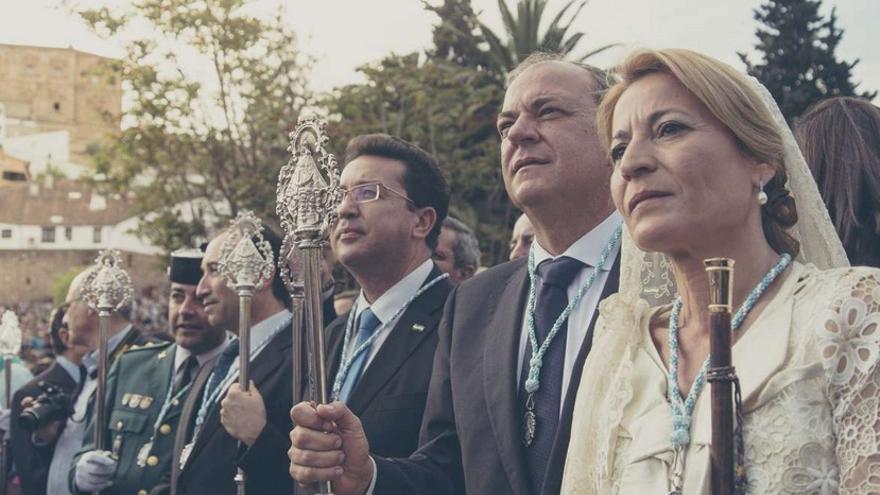 Honores para la patrona de la ciudad de Cáceres, con los representantes públicos presidiendo en acto / GobEx