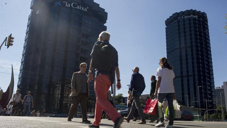 CaixaBank y el Sabadell trasladarán también la sede fiscal fuera de Cataluña