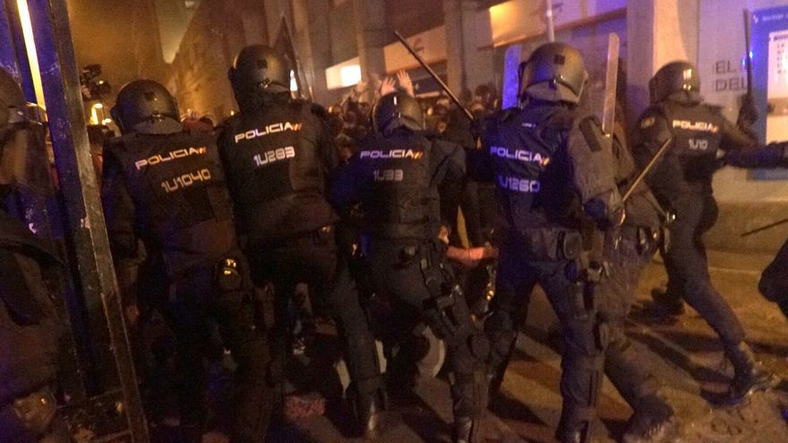 Cargas de la Policía Nacional durante las protestas contra la sentencia del procés