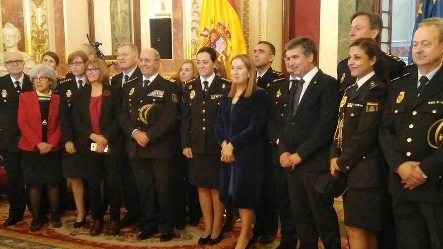 La nueva comisaria del Congreso junto a Ana Pastor y el exdirector de la Policía, Ignacio Cosidó