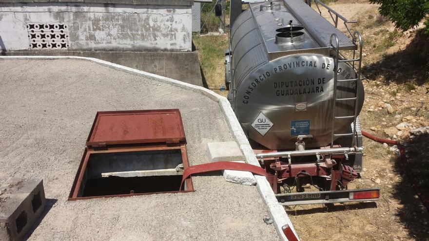 Camión Cisterna en una localidad de Guadalajara