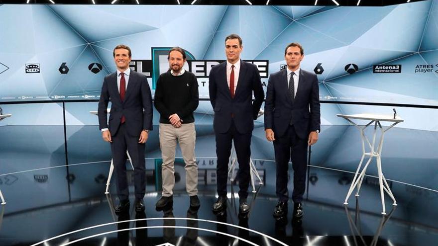 Sánchez niega ante Casado y Rivera haber pactado con independentistas