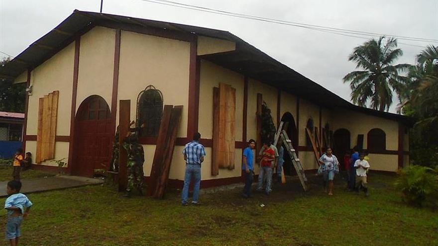 Huracán Otto golpea con fuerza a Costa Rica y deja daños menores en Nicaragua