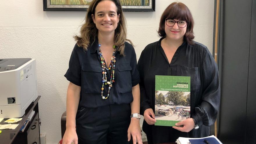 La concejala de Medio Ambiente del Ayuntamiento de Santander, Margarita Rojo, y la representante de Greanpeace Cantabria, Isabel Pérez