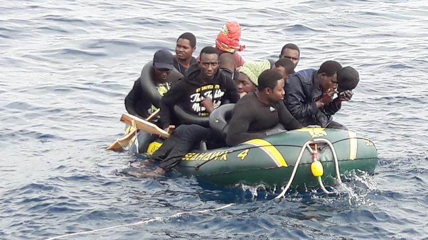 Rescatados otros diez inmigrantes en una patera en el Estrecho, que eleva la cifra a 115 interceptados