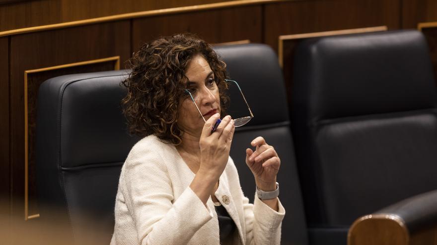 La ministra de Hacienda, Maria Jesús Montero, en el Pleno del Congreso