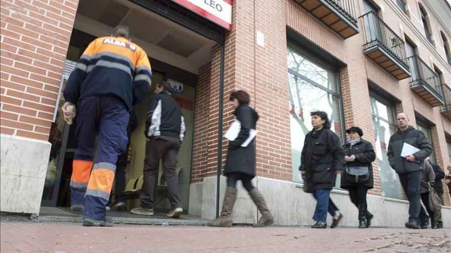 El paro de la población activa mayor española cuadruplica la media de OCDE, según el IEE