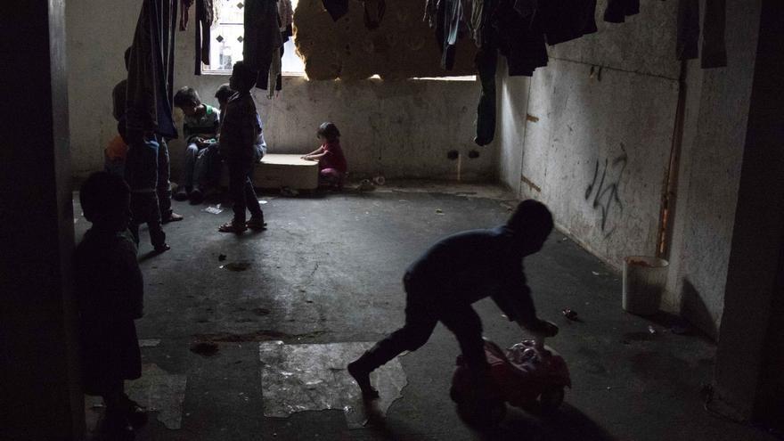 Las comunidades embera desplazadas de sus tierras por el conflicto han ocupado los céntricos barrios de Santa Fe y San Bernardo, azotados por la violencia de la prostitución y el narcotráfico.