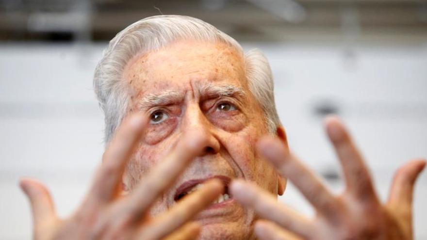 Vargas Llosa advierte síntomas peligrosos para la democracia en México