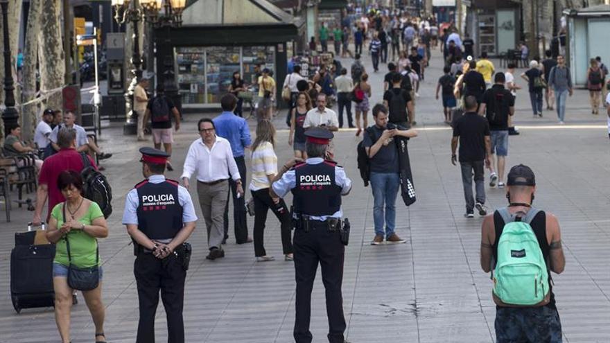 Interior pide colaboración con los policías y la Guardia Civil y ser más fuertes que nunca