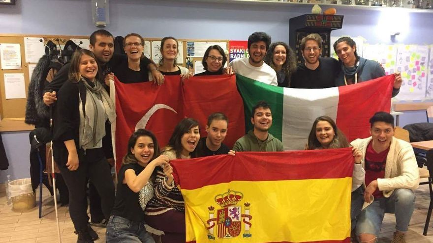 Participantes toledanos junto a compañeros del intercambio juvenil en Zagreb (Croacia)