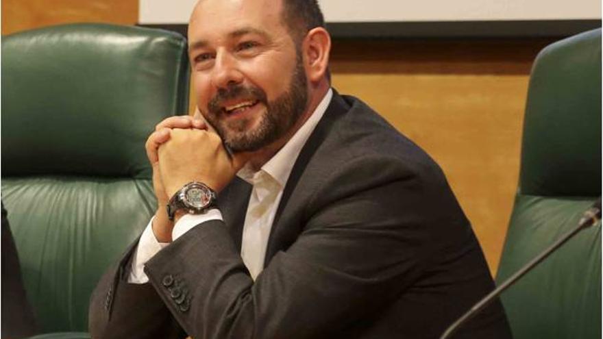 Fernando Ballesteros, en el sorteo del orden de participación de las agrupaciones del Carnaval.