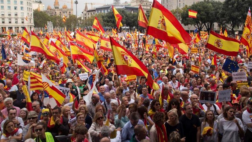"""Miles de personas defienden en Barcelona la unidad de España y la """"prisión"""" por el 1-O"""
