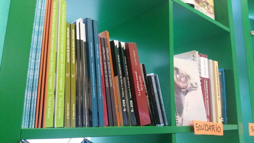 Algunos de los títulos que estarán disponibles en la biblioteca. Foto: Encuentro Vegano