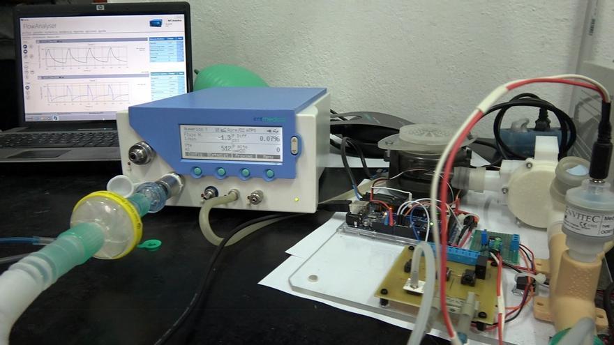 Investigadores de UHU desarrollan un respirador electrónico portátil para pacientes contagiados