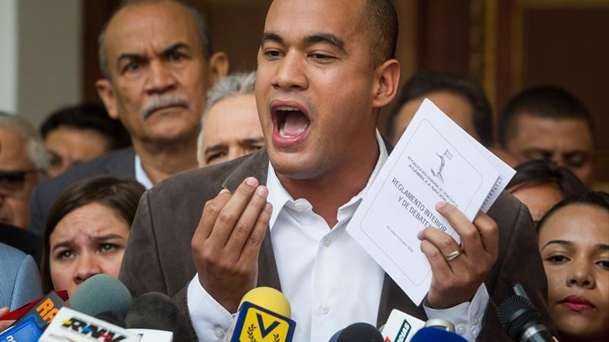 """El chavismo afirma que el juicio político a Rousseff es una """"violación"""" a la democracia"""