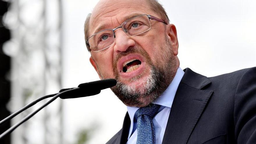 """Schulz exigiría """"cuentas"""" a sector automovilístico alemán por """"fraude masivo"""""""