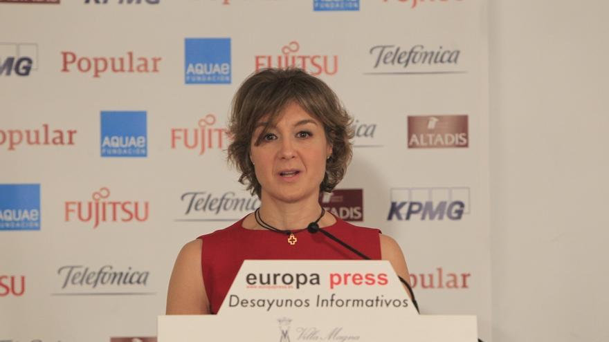 """García Tejerina, preocupada por que la multa de la CNMC afecte """"severamente"""" al sector ganadero"""