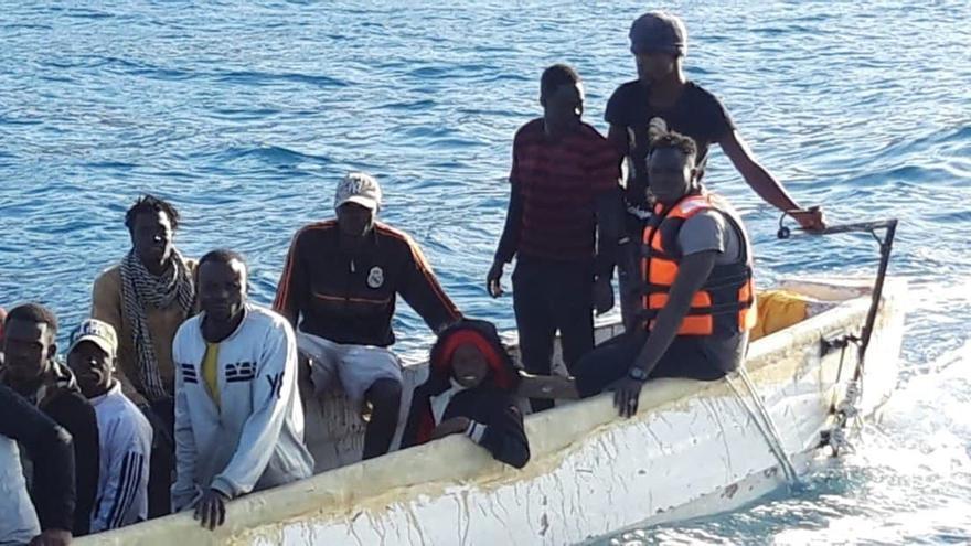 """El Gobierno de España comenzará """"en breve"""" a instalar carpas para migrantes en el terreno militar de Las Raíces en Tenerife"""