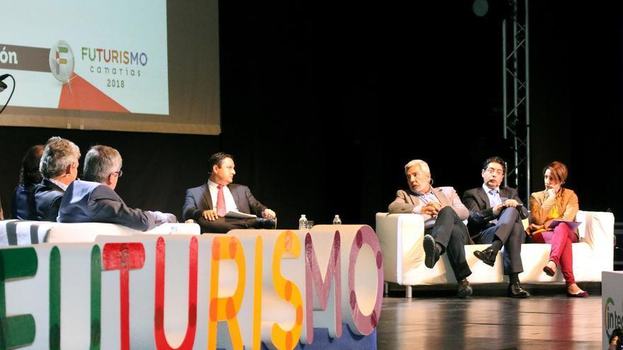 Integrantes de la asociación de municipios, este martes en el sur de Tenerife, en el foro 'Futurismo Canarias'