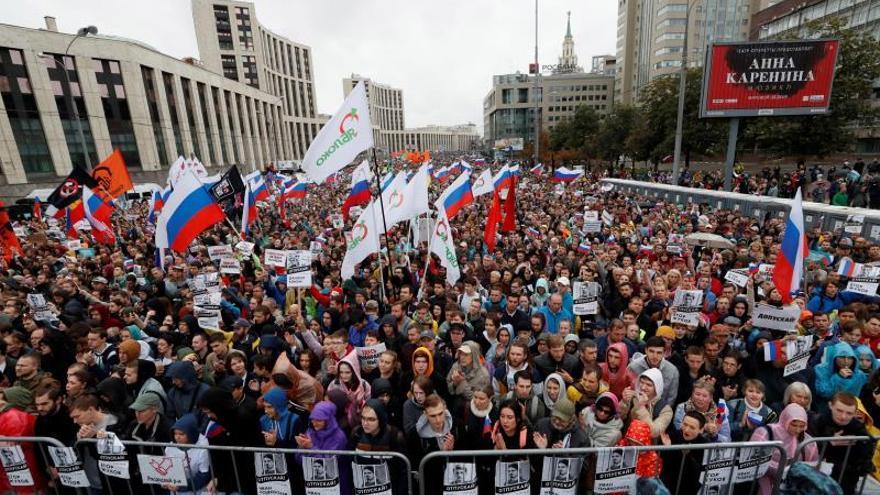 La oposición rusa hace una demostración de fuerza con un multitudinario mitin en Moscú