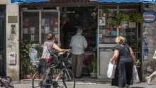 El comercio minorista andaluz opta por no abrir y se centra en adecuar negocios con medidas sanitarias