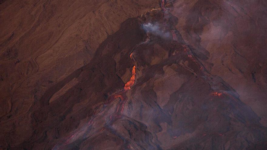 Alertan sobre el avance de ríos de lava del volcán Pacaya en Guatemala