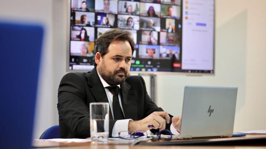 El presidente del PP de Castilla-La Mancha, Paco Núñez, durante el encuentro con los medios este lunes