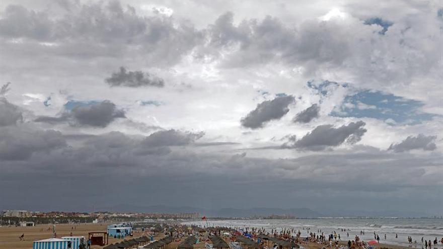 Catorce provincias están en aviso por lluvias, tormentas y calor