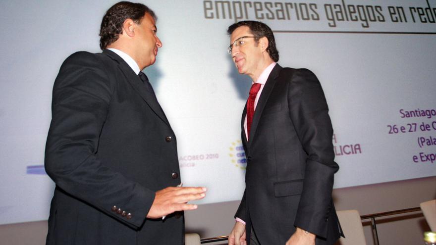 Feijóo con Javier Guerra, titular de Industria cuando se contrató la campaña XUNTA