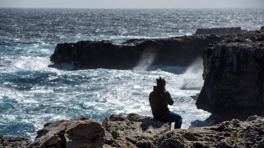 Menorca incomunicada por mar a causa del fuerte temporal