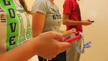A qué edad dejaste a tu hijo tener móvil y otras preguntas sobre menores y el acceso a los dispositivos