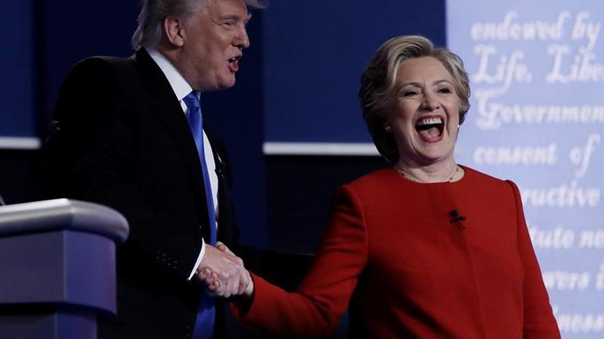 Clinton y Trump intercambian duros golpes en un hosco primer debate