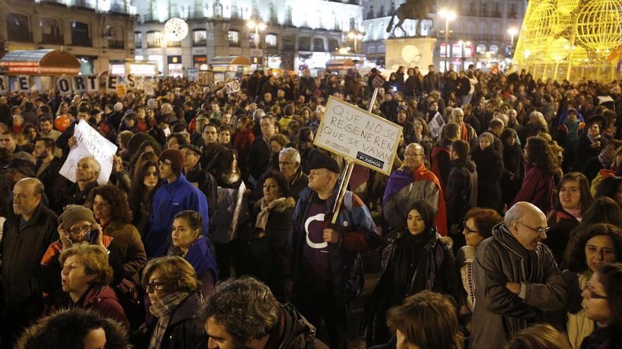 En una Puerta del Sol abarrotada, se procedió a la lectura de un manifiesto, al que le siguió la actuación de la orquesta Solfónica. \ Olmo Calvo