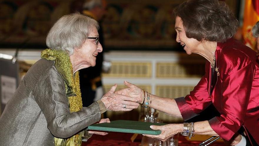Vitale defiende poesía frente a fanatismo al recoger el Premio Reina Sofía