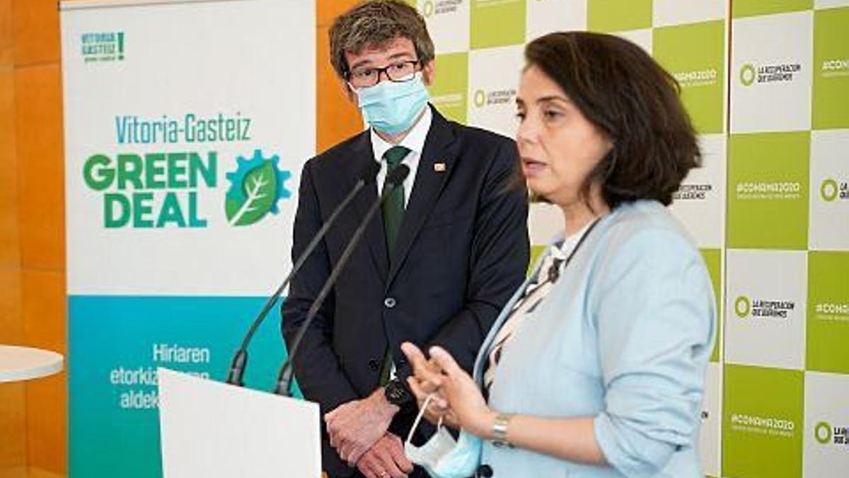 El alcalde Urtaran, con la directora de CONAMA, este miércoles en Madrid