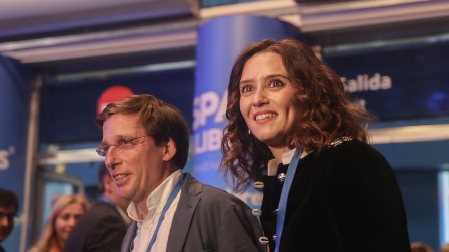 La candidata del PP a la Comunidad de Madrid, Isabel Díaz Ayuso, y el candidato del PP al Ayuntamiento de Madrid, José Luis Martínez-Almeida, en la Convención Nacional del PP.