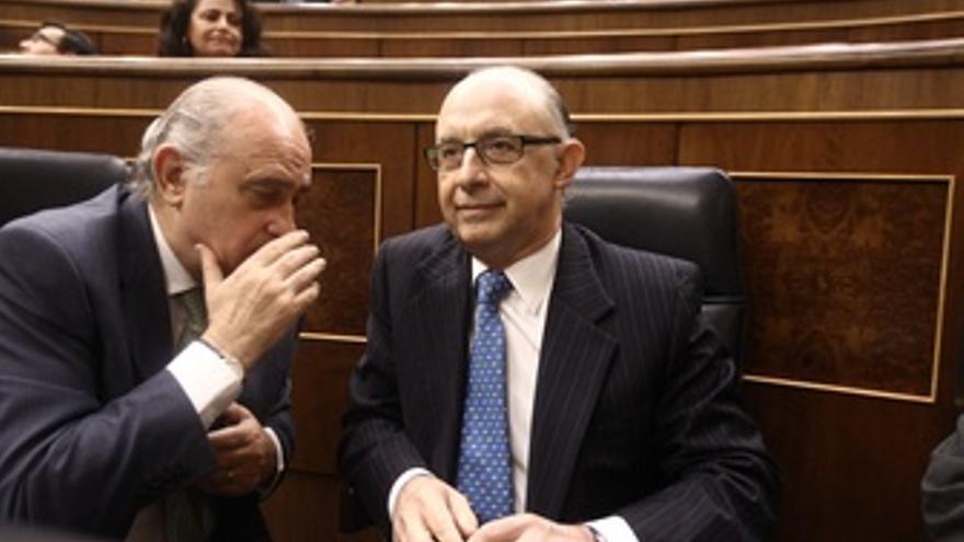 El ministro de Hacienda y Administraciones Públicas, Cristóbal Montoro, junto a