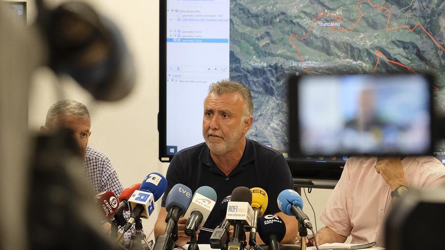 El presidente de Canarias, en el CECOES durante la reunión de coordinación del incendio de Valleseco