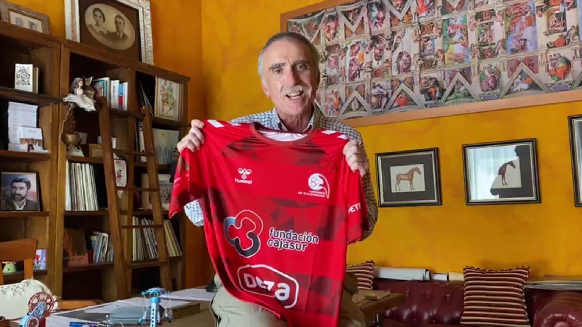 Juan y Medio, con la camiseta del CBM