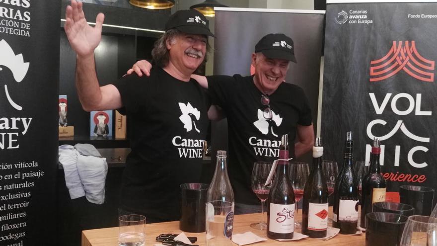 Joaquín Gálvez, 'Wineman', y Javier Gila, sumiller, este lunes en la cata de vinos de la DOP Islas Canarias