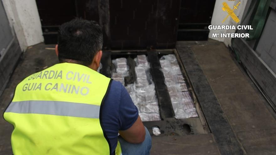 Intervienen 40 kilos de hachís escondidos en un camión en la frontera del peaje de Irun (Gipuzkoa)