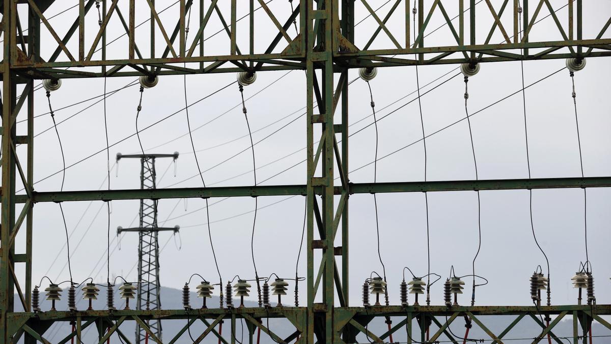 Tendido eléctrico perteneciente a red eléctrica, en Bilbao.