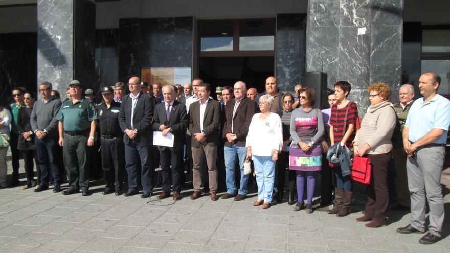 Concentración, este martes, ante la Dirección Insular del Estado. Foto: LUZ RODRÍGUEZ.