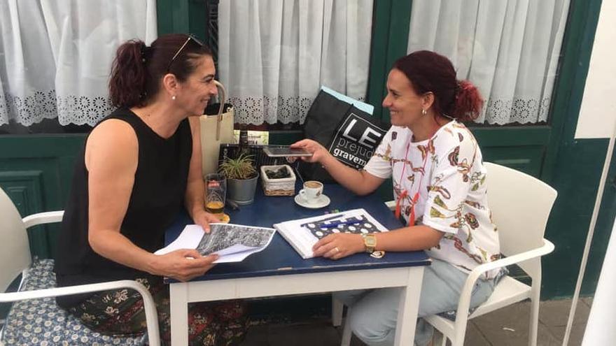 Isa y Sandra durante la entrevista.