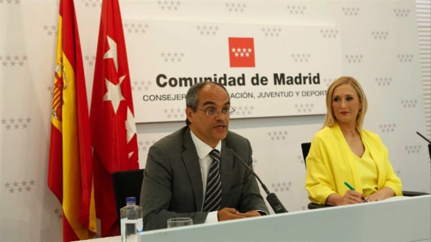 Rafael Van Grieken, consejero de Educación de la Comunidad de Madrid y Cristina Cifuentes, presidenta de la Comunidad. Foto: CAM
